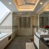 Bathroom of the Single occupancy room at the Safe House Wellness Retreat